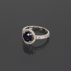 Золотое кольцо с бриллиантами и сапфиром