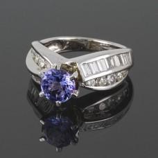 Золотое кольцо с бриллиантами и танзанитом